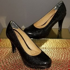 ANTHROPOLOGIE Black Patent leather pumps